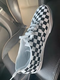Brand new never worn Vans size 7 women  Rosenberg, 77471