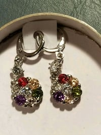 New 18 kt white gold filled earrings with stones.
