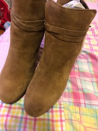 UGGS Women's Wedge Booties great condition Chicago, 60651