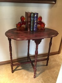 Vintage shabby chic Barn Red occasional table  Palm Desert, 92211