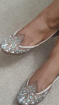 Embroidered slip on sandals! Size 6.5.