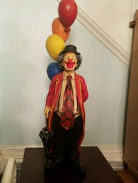 decorative clown statue with balloons 514 mi