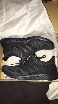 Triple black Ultraboost 4.0 size 9.5 Vaughan, L4J 8Z6