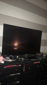 Black flat screen tv with remote Chattanooga, 37421