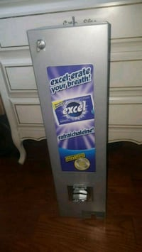$2 gum dispenser Laval, H7X 1P9