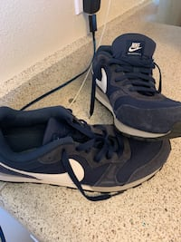 Pair of black nike running shoes  size   11.5 Cathedral City, 92234