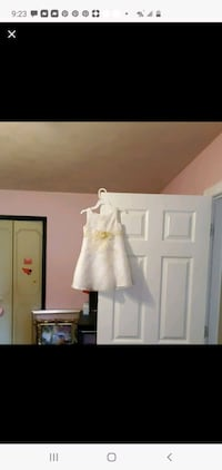 White and light yellow dress Size 3T Elkhart, 46514