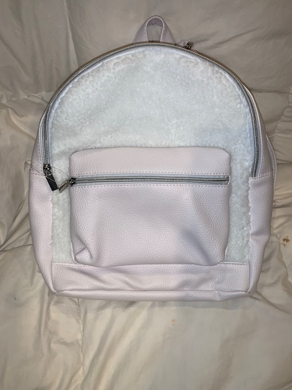 Little girls backpack b033bc3a-d002-4fab-b8c1-eb92a1fb7c58