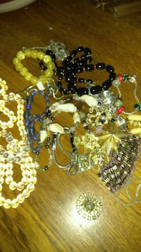Lot of 15 pieces of costume jewelry