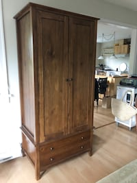 Armoire - very nice condition! North Vancouver, V7G
