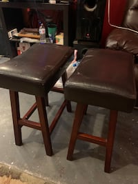 Leather chairs  Calgary, T2J 0L2