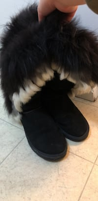 size 8.5 Pair of black fur-lined snow boots Winnipeg, R3P