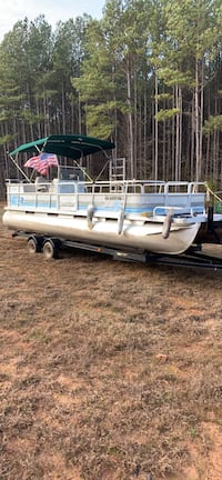 Pontoon 24 ft may trade for center console Martin, 30557