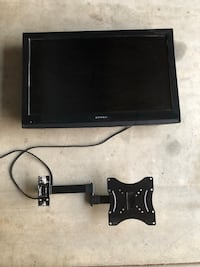 "32"" Dynex Flat screen TV with mount Martinez, 94553"