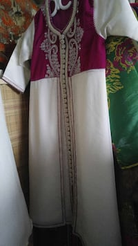 Red and white sherwani Laval, H7X 3Z2