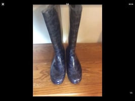WOMENS RUBBER BOOTS..... CHECK OUT MY PAGE FOR MOR