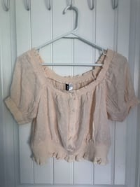 H&M OFF THE SHOULDER BLOUSE  Burnaby, V5H 4N5