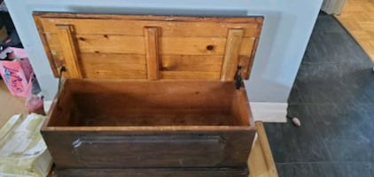 Wood trunk chest