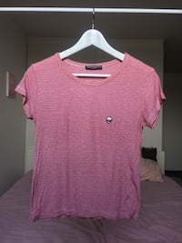 Red-and-white striped Brandy Melville T-shirt with logo Malmö