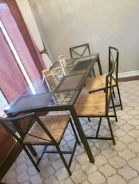 Dining table with 4 chairs Ottawa, K1W 0E8