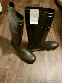 Brand new men's steel toe rubber boots size 11