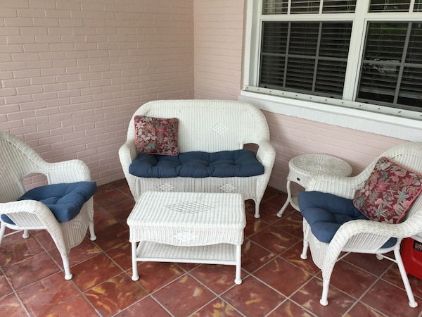Used White Wicker Outdoor Set For Sale In West Palm Beach