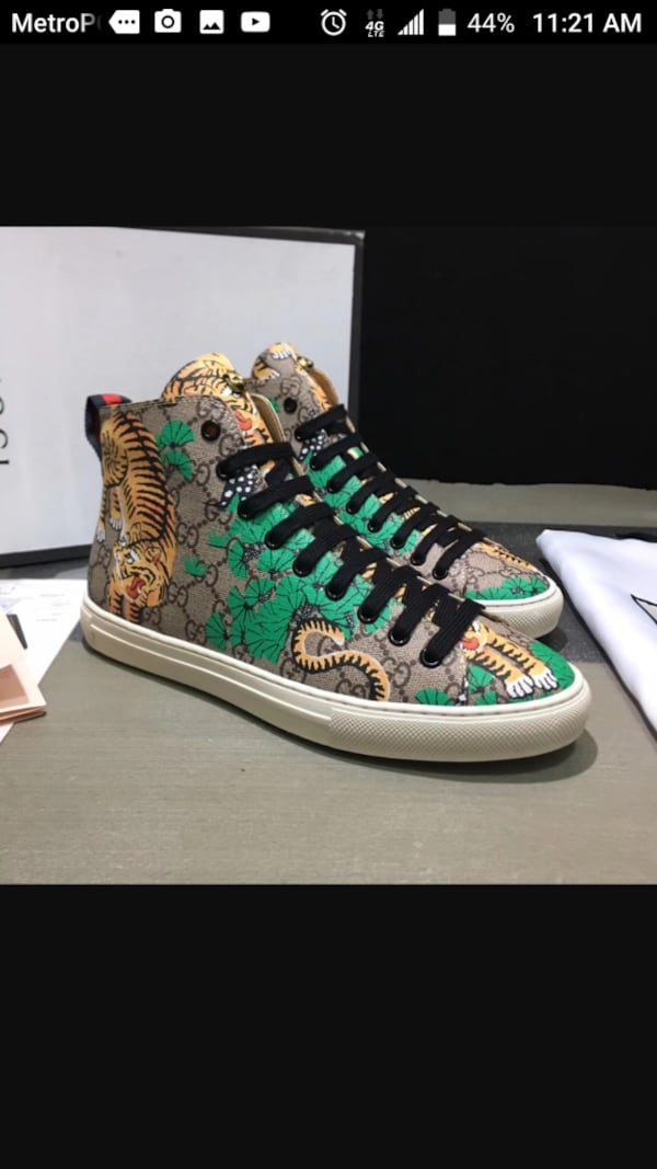 BY ORDER ONLY Preowned Gucci World Collection Sneakers size 6-12 3b1e1ce5-68df-4fb7-8aab-49c6d23c482b