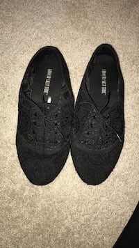 Black lace oxford style shoe women's size 8.5 Heath