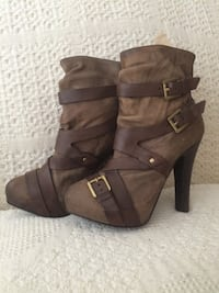 pair of brown leather chunky heeled boots East Peoria, 61611