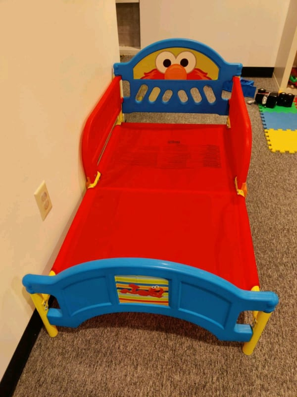 Toddler Bed- Delta Children  b33aed00-8a10-4489-a7c9-53b08fe0a5c8