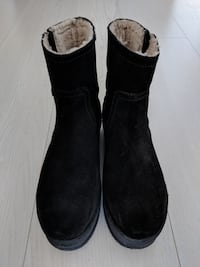 Real suede platform booties (US 4.5-5 / EU 35)