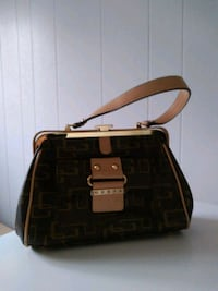 Women's Guess vintage purse   New Westminster, V3M 1B9