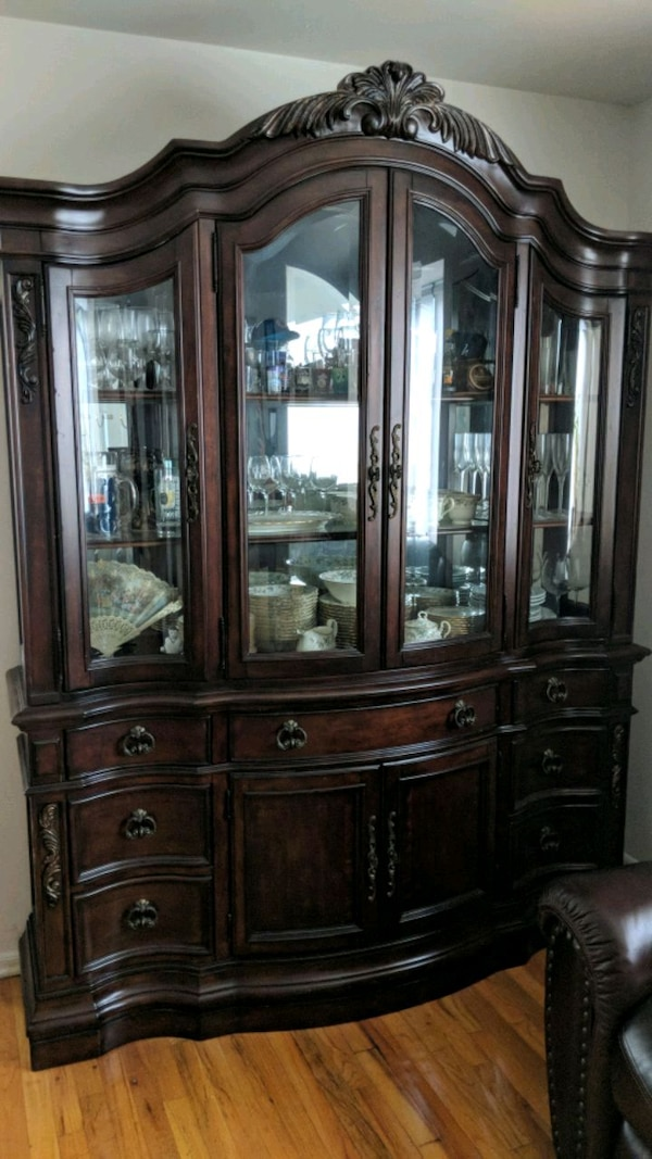 Magnificent Raymour And Flanigan Cherry Wood 2Pc China Cabinet Download Free Architecture Designs Intelgarnamadebymaigaardcom