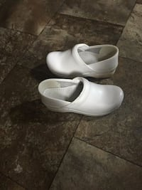 pair of white leather mary jane shoes Thomasville, 27360