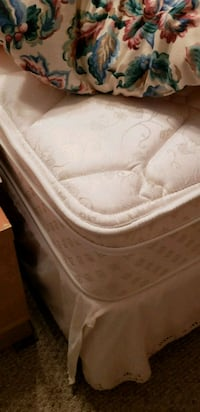 Queen size mattress and box spring Oxford, 36203