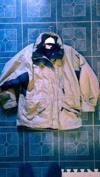 Columbia fall/winter jacket. Gently used  Montréal, H4G 1P5