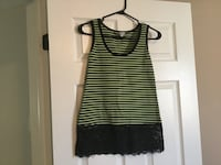 Ladies size small top  Milton, L9T 2R1