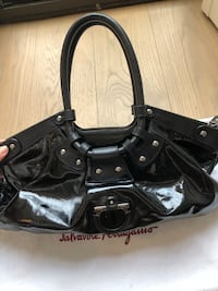 Salvatore Ferragamo Patent Shoulder Bag Toronto, M5P 3L7