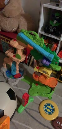 assorted color plastic toy lot Annandale, 22003