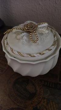 white and gold ceramic container with lid Van, 75790