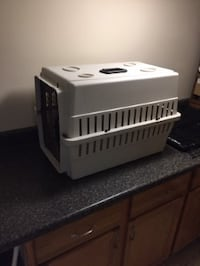 Dog Kennel/Pet Carrier
