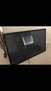 Samsung 32' (non-smart) flat screen television w. wall mount included Manassas, 20109