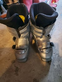 womens size 8 norco ski boots