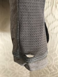 Lululemon Long sleeve fitted gray top size 2 small hole in left cuff. Side zipper  2412 mi