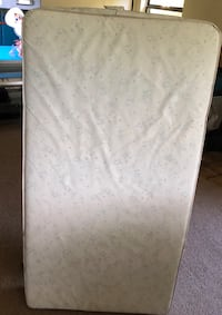 white and gray floral mattress Louisville, 40222