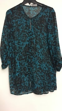 Black and blue leopard print keyhole front long sleeve shirt