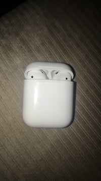 8/10 Apple earpods  Vancouver, V5W 2A3