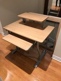WOODEN DESK GOOD CONDITION  Hampstead, H3X 4A4