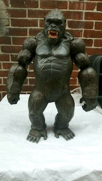 Large King Kong action figure 18 in tall   Philadelphia, 19135