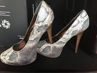 Worn once for the occasion. Snake-like leather Steve Madden pumps in size 8.5 Aurora, L4G